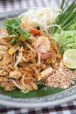 Tagliatella fritta padthai tailandese dell'alimento con gambero fotografie stock libere da diritti