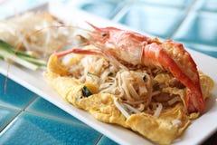 Tagliatella fritta padthai tailandese dell'alimento con gambero immagine stock