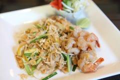 Tagliatella fritta padthai tailandese dell'alimento con gambero immagini stock libere da diritti