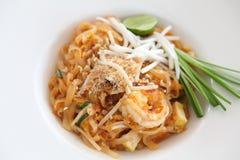 Tagliatella fritta padthai tailandese dell'alimento con gambero fotografie stock