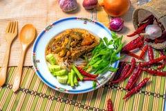 Tagliatella tailandese con Tuna Curry Immagini Stock