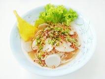 Tagliatella tailandese della minestra del tomyam del pesce Fotografia Stock