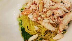 Tagliatella tailandese di giallo dell'alimento con la minestra della polpa di granchio Fotografia Stock Libera da Diritti