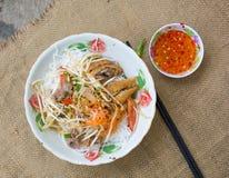 Tagliatella vietnamita con carne di maiale e la verdura Immagini Stock