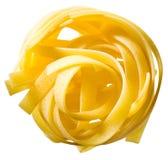 Tagliatelle意大利面食查出在空白背景。 库存照片