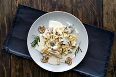 Tagliatelle意大利面食用蘑菇 库存照片