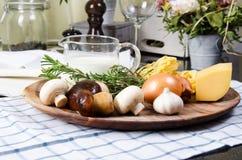 Tagliatelle макаронных изделий ингридиентов с грибами Стоковая Фотография