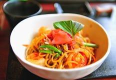 Tagliatelle asiatiche con i gamberetti Fotografie Stock