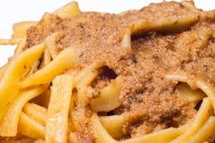 Tagliatelle avec de la sauce bolonaise Photographie stock libre de droits
