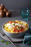 Tagliatelle bolognese med örter och parmesan, italiensk pasta royaltyfria foton