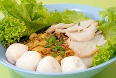 Tagliatelle cinesi di Fishball Fotografie Stock Libere da Diritti