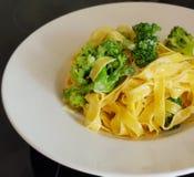 Tagliatelle com brócolis fotografia de stock
