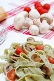 Tagliatelle com cogumelos e queijo Foto de Stock Royalty Free