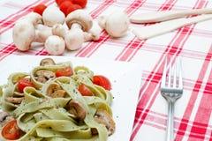 Tagliatelle com cogumelos e queijo Imagem de Stock Royalty Free