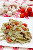Tagliatelle com cogumelos e queijo Fotos de Stock Royalty Free