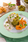 ,,tagliatelle con Spinaci,, with chanterelles Royalty Free Stock Photography