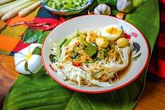 Tagliatelle di riso con la salsa di pesce piccante Immagini Stock Libere da Diritti