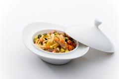 Tagliatelle di riso con manzo e le verdure Fotografie Stock