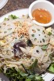 Tagliatelle di riso fritto di stir dell'alimento di Vietnames fotografia stock libera da diritti