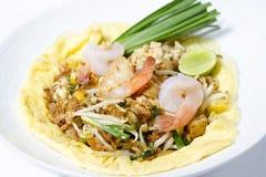 tagliatelle di riso Stir-fritte (cuscinetto tailandese) fotografia stock