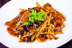 Tagliatelle di vetro con carne affettata, le verdure ed i funghi cinesi Immagine Stock Libera da Diritti