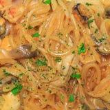 Tagliatelle di vetro dei frutti di mare Cucina asiatica closeup fotografie stock