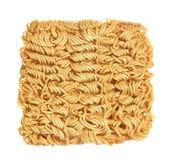 Tagliatelle istantanee di ramen asiatico isolate su fondo bianco Fotografie Stock