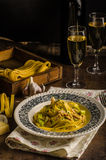 Tagliatelle med feg curry royaltyfria foton