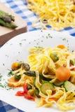 Tagliatelle med grönsaker royaltyfria foton