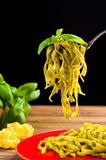 Tagliatelle met pesto Stock Fotografie
