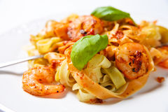 Tagliatelle with shrimps and basil Royalty Free Stock Photos