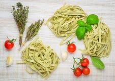 Ιταλικά πράσινα ζυμαρικά Tagliatelle Tagliolini Στοκ εικόνα με δικαίωμα ελεύθερης χρήσης