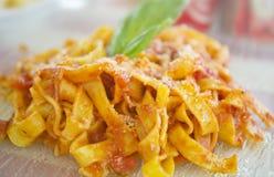 Tagliatelle z pomidorowym kumberlandem Zdjęcia Stock