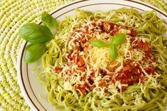 Tagliatelline do espinafre com molho bolonhês Imagem de Stock