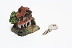 Tagliato di una casa miniatura classica Immagine Stock Libera da Diritti