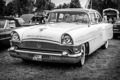 Tagliatore d'annata DeLuxe, 1956 di packard dell'automobile immagine stock