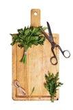 Tagliere con i mazzi di erbe Fotografia Stock Libera da Diritti