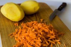 Tagliere di legno che cucina il coltello dell'ingrediente Fotografie Stock