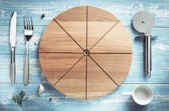 Tagliere ed utensili della pizza a legno Fotografia Stock Libera da Diritti