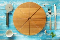 Tagliere ed utensili della pizza a legno Immagini Stock Libere da Diritti