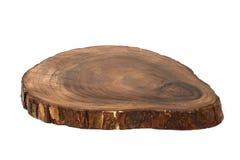 Tagliere fatto dall'intero pezzo di legno della ciliegia con la corteccia fotografia stock