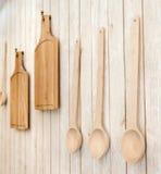Taglieri e cucchiai di legno Fotografia Stock