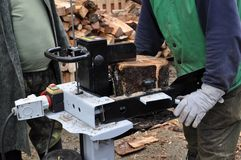 Taglierina di legno idraulica Immagine Stock