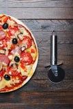 Taglierina e pizza Fotografia Stock Libera da Diritti