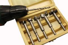 Taglierine per la perforazione in una scatola di legno Fotografie Stock