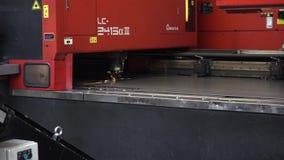 Taglio del laser di CNC del metallo video d archivio
