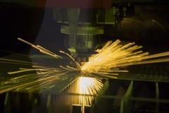 taglio del laser di piastra metallica fotografia stock libera da diritti