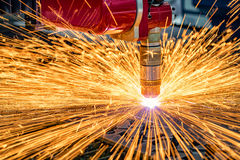 Taglio del metallo, tecnologia industriale moderna del laser di CNC Fotografia Stock Libera da Diritti
