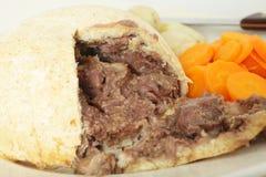 Taglio del pudding del rene e della bistecca aperto Immagine Stock Libera da Diritti