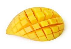 Taglio della fetta del mango ai cubi isolati Immagini Stock Libere da Diritti